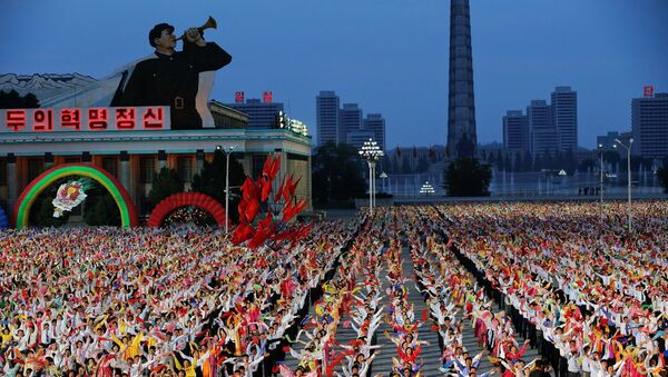 People participate in a mass dance in the capital's main ceremonial square, a day after the ruling Workers' Party of Korea party wrapped up its first congress in 36 years, in Pyongyang, North Korea, May 10, 2016. - Sputnik France