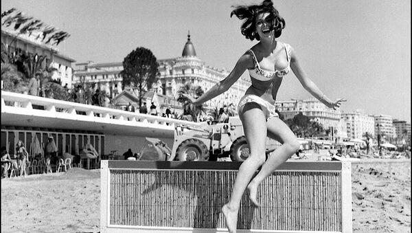 Les stars sur la plage lors du festival de Cannes au fil des années - Sputnik France