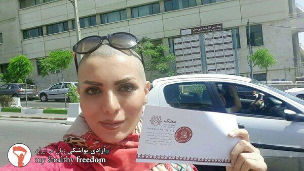 Iran: elle lutte contre le port du voile en se rasant le crâne - Sputnik France