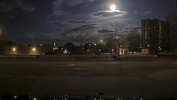 A meteor streaking across the sky was caught on Portland Maine Police Department patrol vehicle camera in this images posted on social media in Portland, Maine, United States early May 17, 2016. - Sputnik France