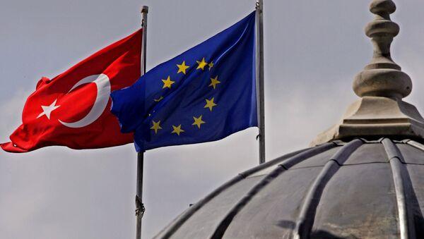 Drapeaux européen et turc - Sputnik France