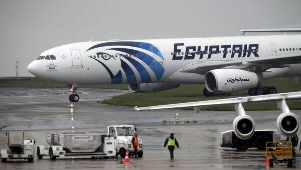 Un avion d'EgyptAir effectuant le vol Paris-Le Caire après le vol disparu MS804 - Sputnik France