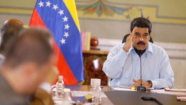 Maduro appelle à boycotter la presse bourgeoise - Sputnik France