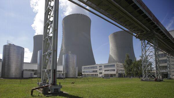 Des Européens forment une chaîne humaine pour protester contre deux centrales nucléaires - Sputnik France