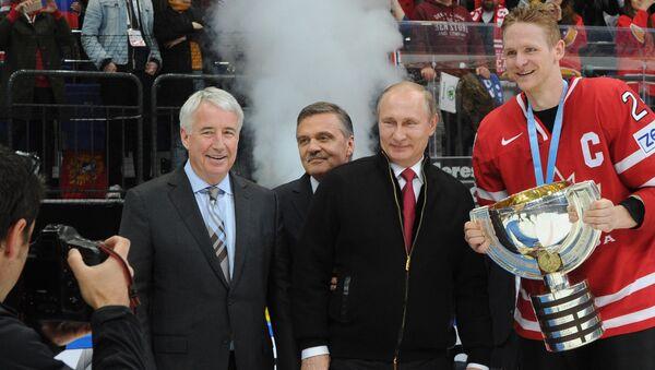Президент РФ В. Путин посетил финальный матч чемпионата мира по хоккею - Sputnik France