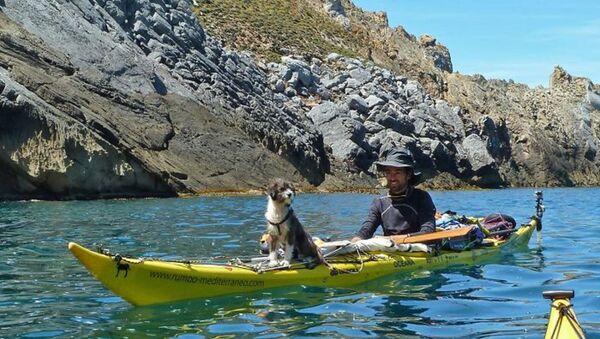 3 ans de voyage à bord d'un kayak avec un chien - Sputnik France