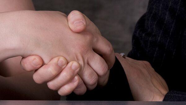 Poignée de main. Image d'illustration - Sputnik France