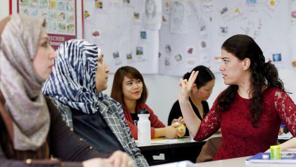 Migrants dans un centre de communication interculturelle à Berlin - Sputnik France