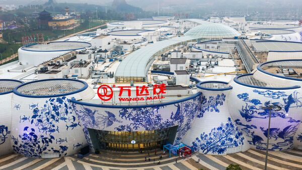 Les bâtiments de Wanda Mall dans des formes de porcelaine bleue et blanche sont vus en avance sur son ouverture officielle à Nanchang - Sputnik France