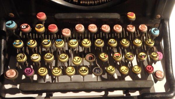 La machine à écrire d'emojis - Sputnik France
