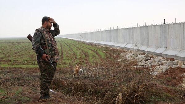 Un combattant des Unités de protection du peuple kurde (YPG) - Sputnik France