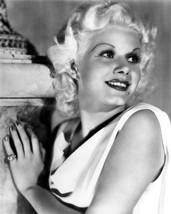 L'actrice américaine et sex-symbol des années 1930 Jean Harlow est devenue l'une des plus grandes stars du monde dans les années 1930, surnommée la Blonde Bombshell ou encore la Platinium Blonde. - Sputnik France