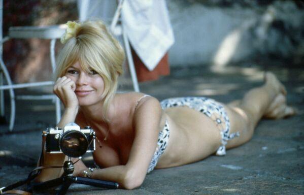 Après que la jeune comédienne française Brigitte Bardot a joué dans le film Et Dieu... créa la femme, les femmes du monde entier ont désiré avoir une magnifique chevelure dorée. - Sputnik France