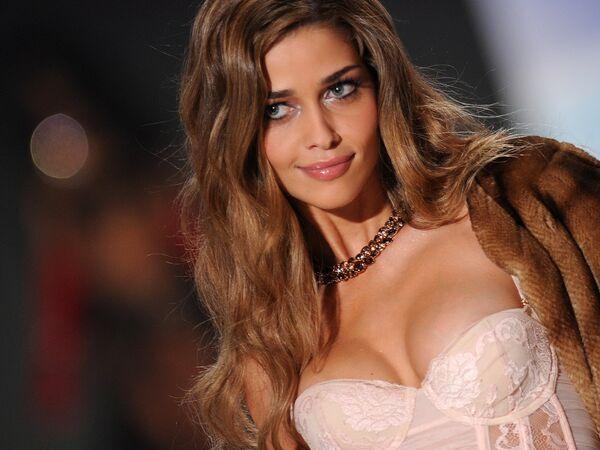 Actuellement, les coiffeurs sont souvent sollicités pour faire de l'ombré ou du shatush, comme chez les mannequins de Victoria's Secret. - Sputnik France