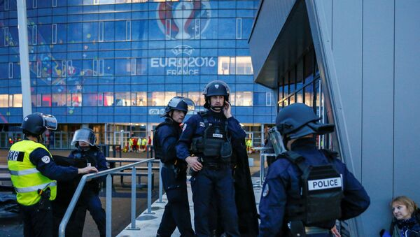 French Police forces take part in a mock attack drill outside the Grand Stade stadium (aka Parc Olympique Lyonnais or the Stade des Lumieres) in Decines, near Lyon, France, in preparation of security measures for the UEFA 2016 European Championship May 30, 2016. - Sputnik France