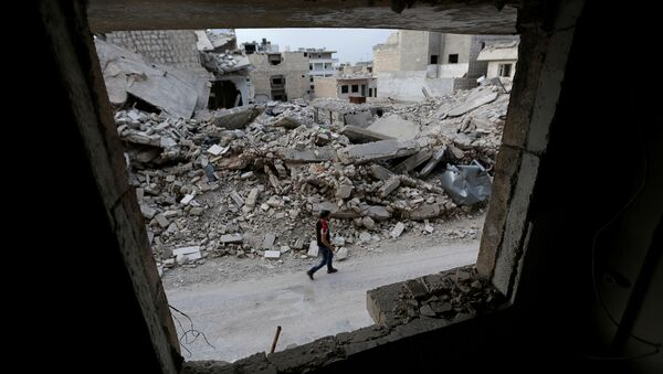 A man walks past damaged buildings in the rebel-controlled area of Maaret al-Numan town in Idlib province, Syria, May 15, 2016 - Sputnik France