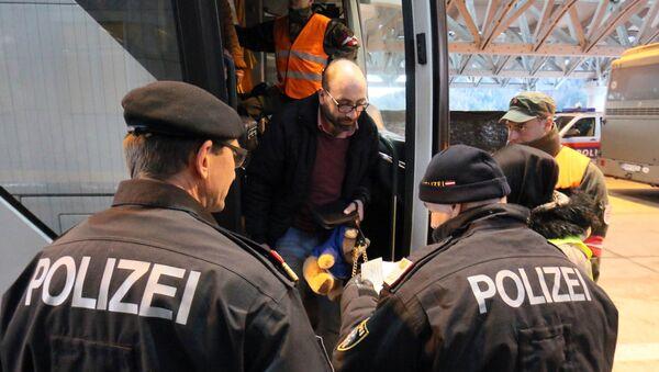 Des policiers autrichiens à la frontière avec la Slovénie - Sputnik France