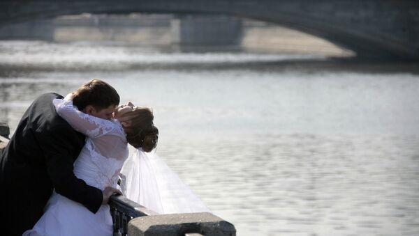 Des jeunes mariés - Sputnik France