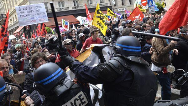 La police disperse une manifestation de protestation contre la Loi Travail à Bordeaux - Sputnik France