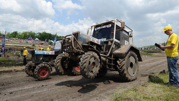 Участники тракторного многоборья Бизон-Трек-Шоу 2016 в Ростовской области - Sputnik France
