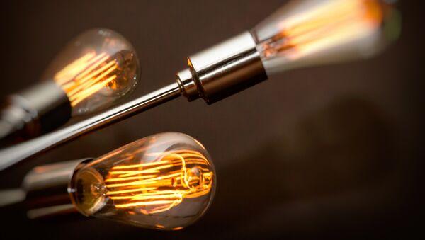 Des chercheurs parviennent à ralentir la vitesse de la lumière de 10 fois - Sputnik France