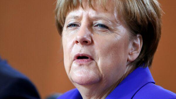 La chancelière allemande Angela Merkel assiste à la réunion hebdomadaire du cabinet à la chancellerie à Berlin, Allemagne, 20 Avril 2016 - Sputnik France