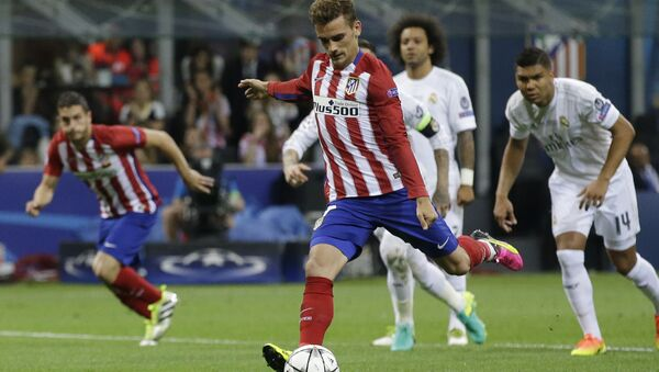 Atletico's Antoine Griezmann misses a penalty kick during the Champions League final soccer match between Real Madrid and Atletico Madrid at the San Siro stadium in Milan, Italy, Saturday, May 28, 2016 - Sputnik France