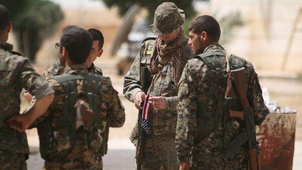 Un militaire américain dans la province de Raqqa - Sputnik France