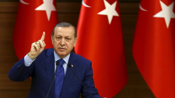 Turkish President Tayyip Erdogan makes a speech during his meeting with mukhtars at the Presidential Palace in Ankara, Turkey, March 16, 2016 - Sputnik France