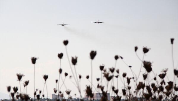 Des chasseurs dans le ciel syrien - Sputnik France