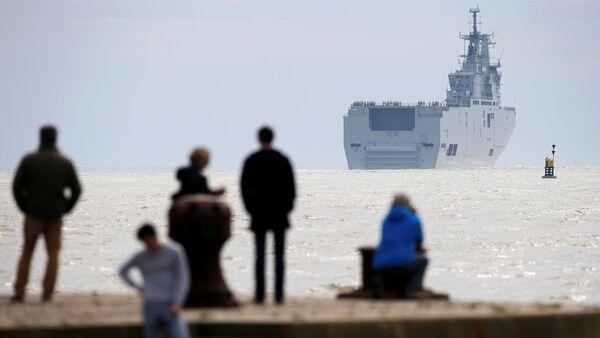 Porte-hélicoptères Gamal Abdel Nasser (ex-Vladivostok) quitte Les Chantiers de l'Atlantique de STX à Saint-Nazaire - Sputnik France