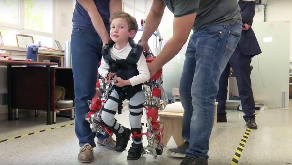 Lève-toi, et cours! Une lueur d'espoir pour les enfants handicapés - Sputnik France