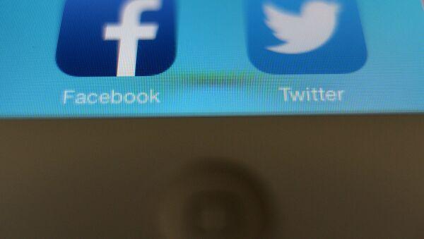 Twitter et Facebook - Sputnik France
