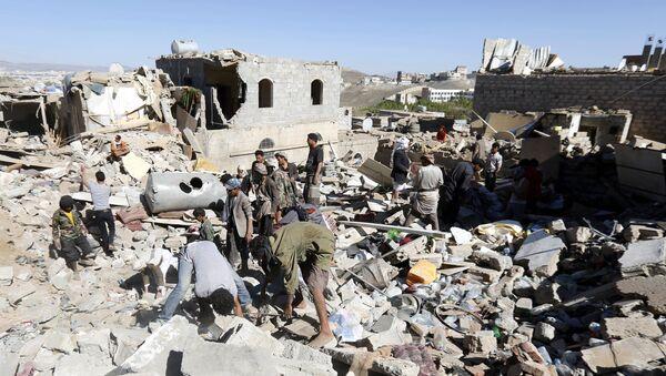 Des maisons détruites par les frappes de la coalition dirigée par l'Arabie Saoudite - Sputnik France