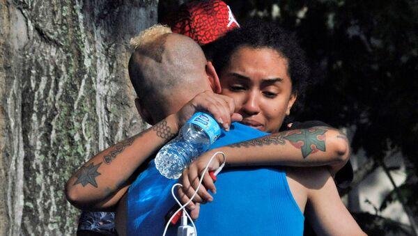Des amis et membres de famille des victimes de la fusillade à Orlando - Sputnik France