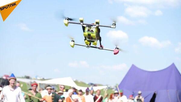 Russie: des passionnés de reconstitution abattent des drones avec des lances - Sputnik France