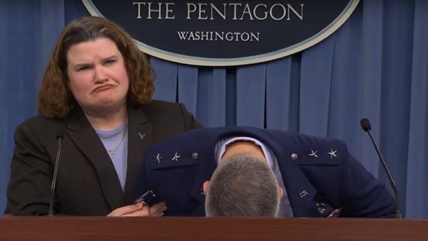 Le général de l'US Air Force s'évanouit pendant une conférence de presse - Sputnik France