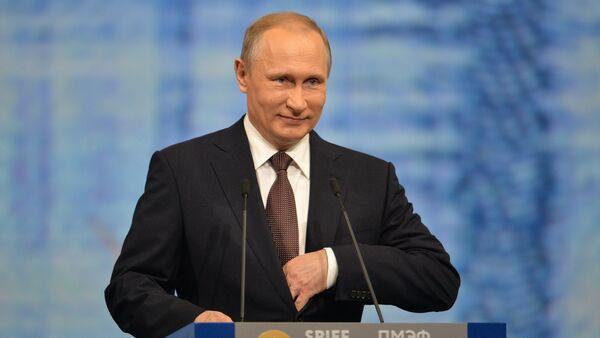 Le président russe Vladimir Poutine au Forum économique de Saint-Pétersbourg. - Sputnik France