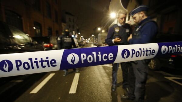 Police guard a check point during a police raid in the suburb of Schaerbeek in Brussels, Thursday, March, 24, 2016 - Sputnik France