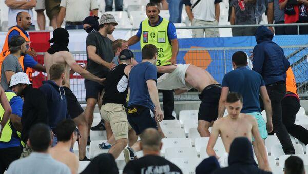 Bagarre lors du match Russie-Angleterre à l'Euro 2016  - Sputnik France