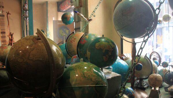 Marseille, globes en boutique. Image d'illustration - Sputnik France
