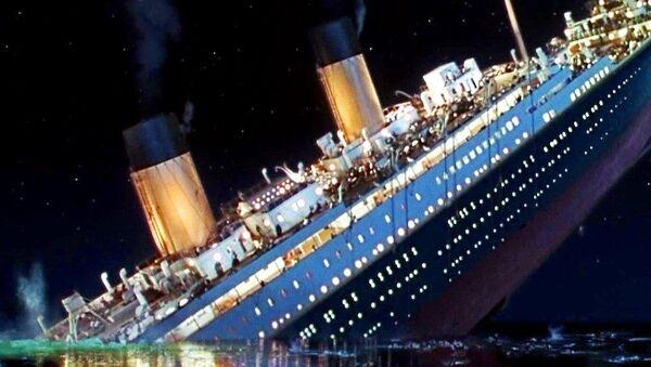 Sinking Titanic - Sputnik France