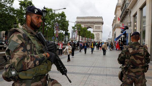 Les soldats français dans les rues de Paris - Sputnik France