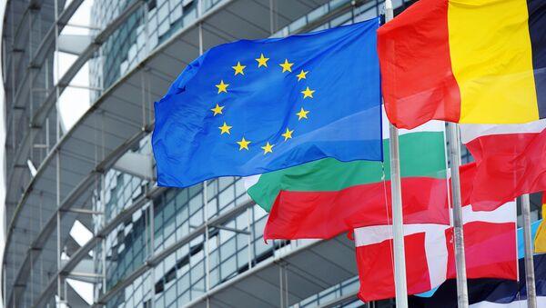Le drapeau de l'UE devant le siège du parlement européen à Strasbourg (photo d'archives) - Sputnik France