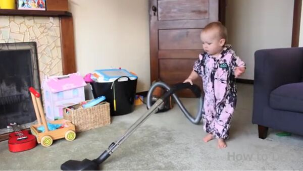 Un père forçant son enfant à nettoyer fait un véritable buzz sur Internet - Sputnik France