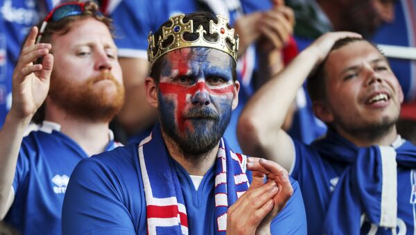 France-Islande: suite à la défaite, le président Islandais se met au russe - Sputnik France