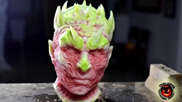Le visage d'un personnage de Game Of Thrones sculpté grâce à une pastèque - Sputnik France