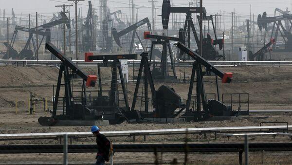 Pumpjacks operate at the Kern River Oil Field Bakersfield, Calif - Sputnik France