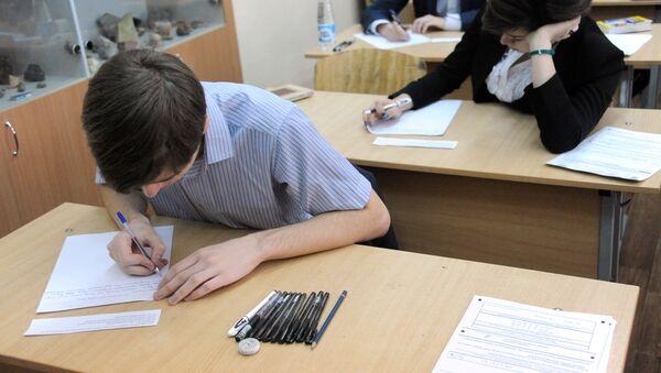 Итоговое сочинение в российских школах.  Image d'illustration - Sputnik France