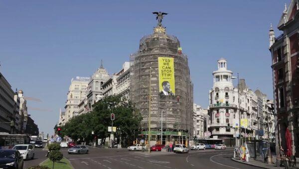 Greenpeace placarde une affiche contre le TTIP dans le centre de Madrid - Sputnik France